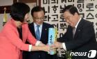 정치권의 '추석선물' 정치…여야 대표들이 선택한 선물은?