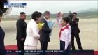 '특이한 경례' 조선 소년단 경례 받은 문 대통령