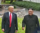 """트럼프 """"김정은 다시 만날 것""""…2차 회담 가능성 시사"""