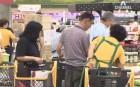 의무휴일 앞두고 대형마트 '북적'…장보기 전쟁