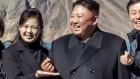김정은의 파격…천지 앞에서 '손가락 하트' 공개