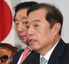 한국당 당협위원장 일괄 사퇴 의결... 내홍 번지나