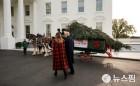 마차로 운반되는 백악관 크리스마스 트리