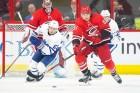 NHL 캐롤라이나 허리케인스 수비수의 '퍽을 향한 의지'