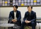 '한국 테니스 간판' 정현, 손석희 앵커와 인증샷 눈길... 인터뷰에 라켓 선물까지