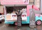 """박신혜, 한효주 커피차에 선물에 깜찍한 포즈로 인증샷...""""롱패딩도 완벽소화"""""""