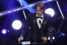 모드리치, 호날두·메시 제치고 FIFA 올해의 선수… 올해의 감독 데샹