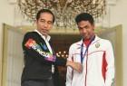 18세 '맨발의 조흐리' 인도네시아를 열광시키다