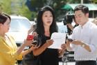 """김부선, 경찰 출석 30분 만에 조사 거부...누리꾼 """"열사처럼 해놓고 거부한 이유는?"""""""