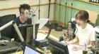 """'라디오쇼' 김이나, 수입 간접 공개 """"저작권료 1위는 아니지만 열 손가락으론 못 세"""""""