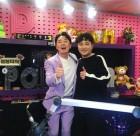 """'붐붐파워' 붐, 박현빈과 다정한 포즈로 2주년 축하 """"개띠 친구"""""""