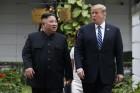 트럼프 '대규모 추가 대북제재' 철회 지시, 김정은 위원장에 보내는 메시지