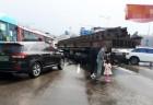 김포 트레일러 사고…빗길에 미끄러져 차량 7대 추돌·6명 부상