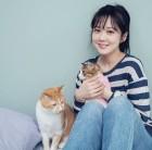 '변함없는 미모' 장나라…고양이들과 사진 찰칵