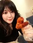 AKB48 미야자키 미호, 치킨 들고 있는 모습 재조명