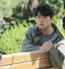 영화 '꾼' 현빈, 대기 중에도 잘생김 폭발...눈빛으로 시선압도