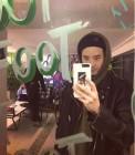 영화 '브이아이피(V.I.P)' 이종석, 스웨그 넘치는 패션으로 거울 셀카
