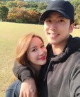 '꿀 떨어지는 케미' 이현승♥최현상 부부, 사랑스러운 일상 사진 화제