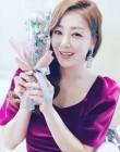 '꽃보다 나라' 배우 오나라, 꽃다발 들고 활짝 '스마일'