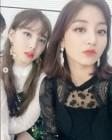 """트와이스 지효, """"벌써 일년지났네""""...나연과 인형 비주얼 뽐낸 셀카 공개"""