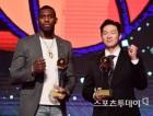 이정현·라건아, 프로농구 MVP 수상…신인상은 변준형
