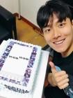 """'파도야 파도야' 박정욱, 환한 미소로 케이크 인증샷 """"감사합니다"""""""