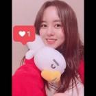 '스무살은 처음이라 - 김소현의 욜로홀로 캘리포니아' 김소현, 인형 안고 귀여운 셀카 게재… '예쁨이 한도초과'