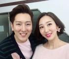 민지영, 남편 김형균과 달콤 투샷…핑크 커플룩