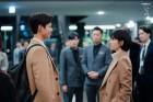 '남자친구' 박보검-송혜교, 커플 코트 입고 서로 바라보고 있는 모습 공개…'나이 차이도 안 느껴져'