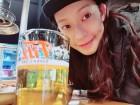 """'배우 김진근 ♥' 정애연, 나이 가늠하기 힘든 완벽한 미모…""""맥주 원샷 중"""""""