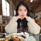 '효리네 민박' 아이유(IU), 열일 행보 이어가는 알바생 징짱 다시 보기…'재방송 시간 필수 체크'