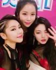 """송가인-장서영-한담희, 트로트 여신들의 셀카 타임…""""열심히 노래할게요"""""""