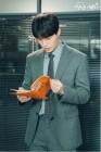 '진심이 닿다' 이동욱, 대본에 푹 빠진 프로페셔널한 모습…'멋진 정록씨'