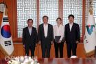 송철호 울산시장, 신임 서울본부 직원들과 기념촬영