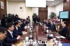 """靑 vs 한국당, 5·18 대립…文대통령 """"헌법정신 부정"""" 일갈"""