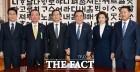 '꼬리무는 의혹'과 '빅이벤트'에 탈출구 못 찾는 국회