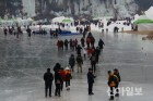 철원 한탄강얼음트레킹 언론·방송 '인기몰이'
