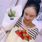 """이사강, 11세 연하 예비신랑의 마음을 흔드는 미모... """"꽃이 꽃을 들고 있다"""""""