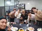 """'커피프렌즈' 조재윤, 멤버들과 훈훈하게 종영 인증샷... """"유쾌함이 느껴져"""""""