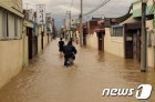 '한반도 관통' 태풍 솔릭, 6년 전 태풍 산바보다 위험