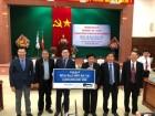 아모레퍼시픽, 베트남 퀴논시에 1.5억 상당 '해피 버스' 기증