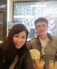 홍지민, 대학생 뺨치는 동안 남편과 극장 데이트