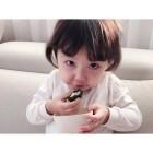 안현수♥우나리 딸 제인, 떡 먹는 것도 인형처럼
