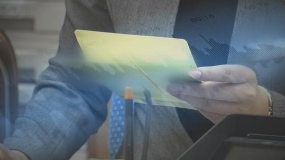 [전국24시]평소와 달리 거액을? 금융사기 피해 막은 은행원